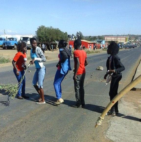 A section of the rowdy students trying to barricade the highway