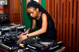 African Queens Night DJ Mellow Experience